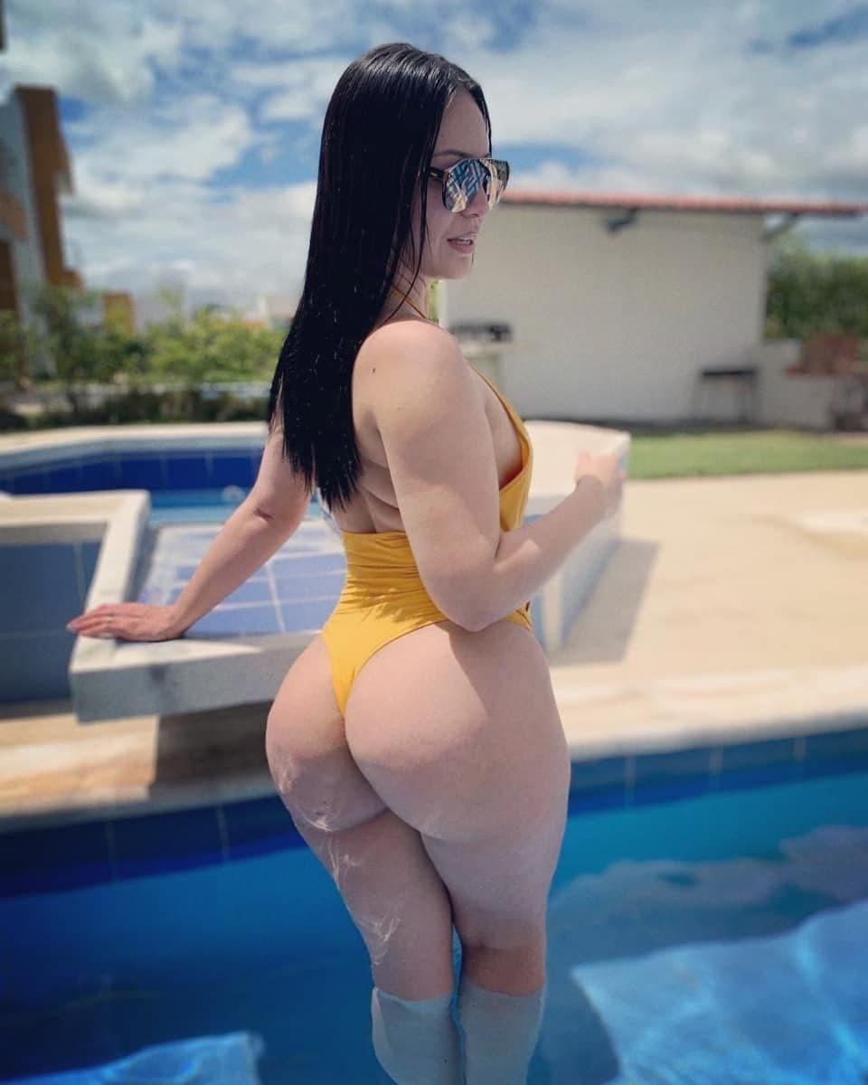 Esta chica se desnuda en Instagram y en onlyfans