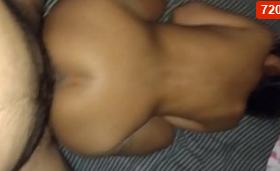 Se folla a la amiga de su hermana y graba Videos XXX