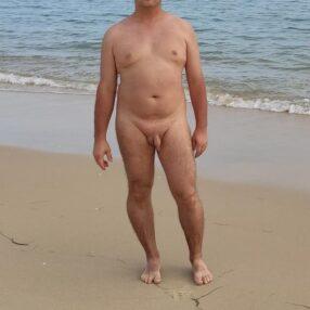Se quitó las bragas en la playa