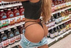 Chicas se Exhiben en el supermercado enseña el coño